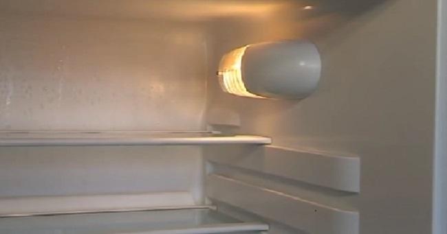 Cách thay mới bóng đèn cho tủ lạnh