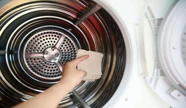 Hướng dẫn làm vệ sinh máy giặt đúng cách