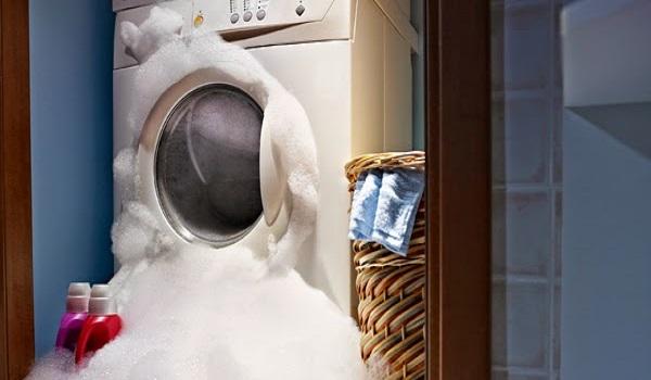 làm gì khi máy giặt bị tràn nước ra ngoài