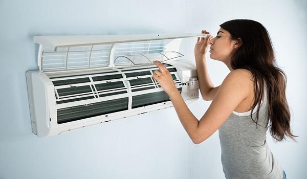 Tại sao máy lạnh có mùi hôi khó chịu?